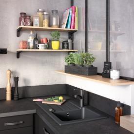Cuisine ambiance industrielle avec étagère en bois