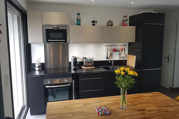 Petite cuisine grise et noire