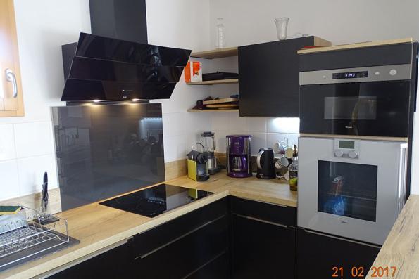 Meuble cuisine noire et bois