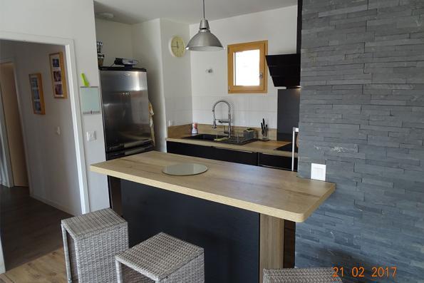 Petite cuisine blanche et bois