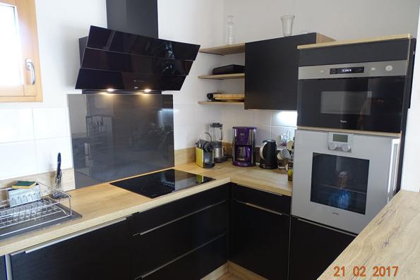 Meuble et électro cuisine noire et bois