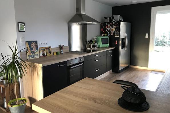 Electro de la cuisine noire et bois
