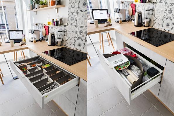Cuisien effet béton et bois avec aménagements de tiroirs