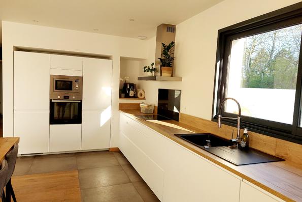 Cuisine avec meubles intégrés