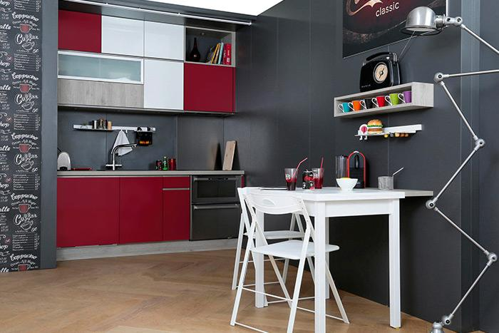 Petite cuisine équipée rouge et bois