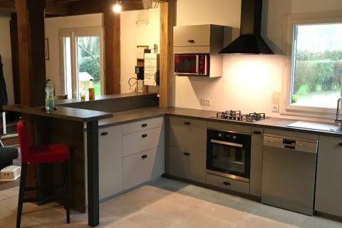 Cuisine grise alliant le moderne et l'ancien ! , une cuisine réalisée par SoCoo'c Caen