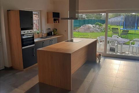 La cuisine avec îlot de Jonathan, une cuisine réalisée par SoCoo'c Maubeuge
