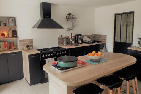 La cuisine noir et bois de Raphaël et Didier