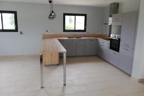 Une cuisine bois et gris , une cuisine réalisée par SoCoo'c Avignon Vedene