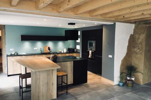 Cuisine noire et bois So' Authentique !, une cuisine réalisée par SoCoo'c Bourgoin-Jallieu