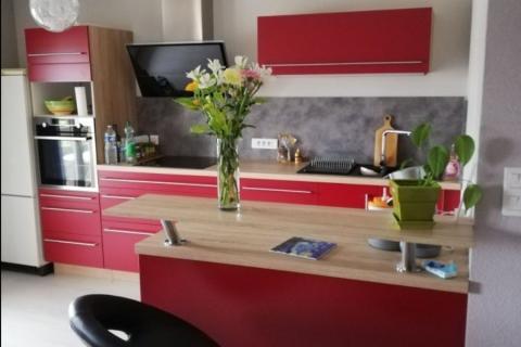 La cuisine rouge et bois de Mme T