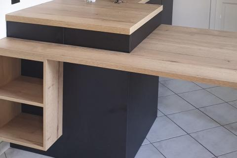 Cuisine contemporaine noir mat et bois, une cuisine réalisée par SoCoo'c Toulouse Nord