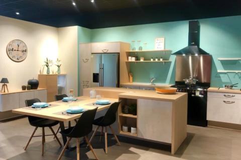 Showroom de notre magasin !, une cuisine réalisée par SoCoo'c Saint André De Cubzac