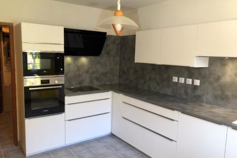 La cuisine blanche et grise de Mr et Mme P