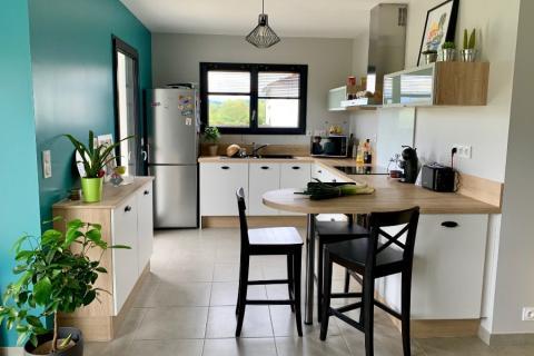 La cuisine blanche et grise d'Aline, une cuisine réalisée par SoCoo'c Pau