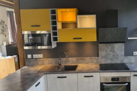 Une cuisine colorée et destructurée ...