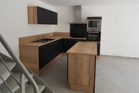 Une cuisine bois et noir, une cuisine réalisée par SoCoo'c Aix en Provence
