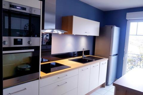 La cuisine blanche et bois de Mickaël ! , une cuisine réalisée par SoCoo'c Bordeaux le Lac