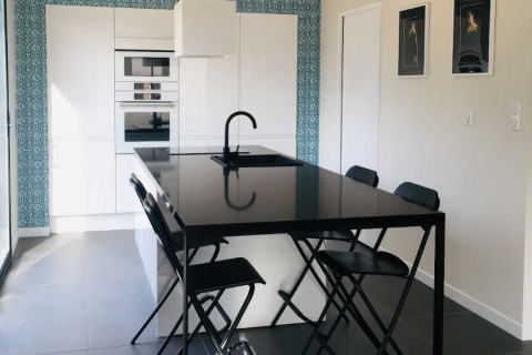 La cuisine blanche de M et Mme M., une cuisine réalisée par SoCoo'c Lyon Limonest