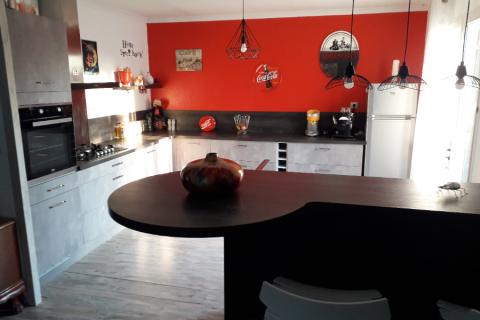 Sublime cuisine en L  pétillante et moderne , une cuisine réalisée par SoCoo'c Alès