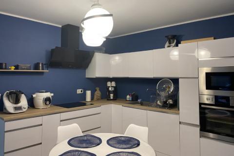 Cuisine équipée blanche et bois, une cuisine réalisée par SoCoo'c Charleville