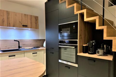 Cuisine chamois mat et chêne cosy, une cuisine réalisée par SoCoo'c Chambéry