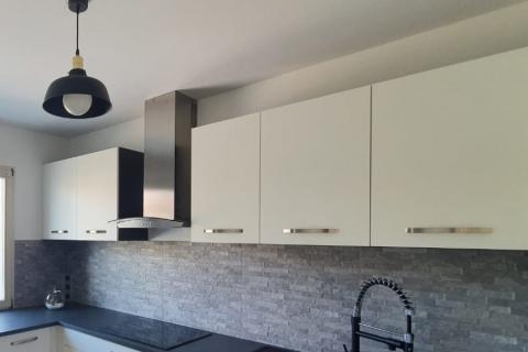 La cuisine blanche de Mme&M. C., une cuisine réalisée par SoCoo'c Colmar