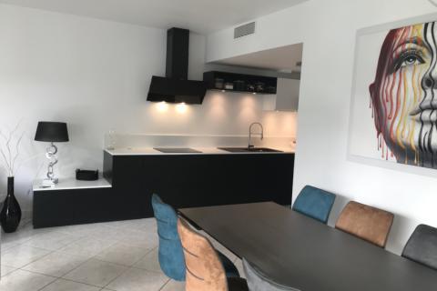 La cuisine noire et blanche de Jean-Marie et Roseline!, une cuisine réalisée par SoCoo'c La Rochelle