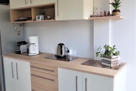 Une cuisine blanche et bois style scandinave