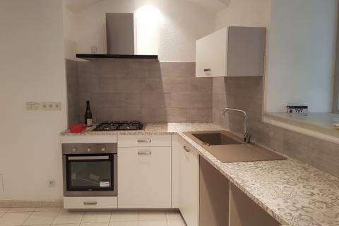 Cuisine dans l'hypercentre de Dole dans un appartement, une cuisine réalisée par SoCoo'c Dole