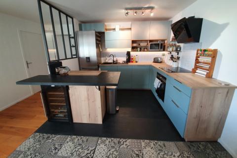 Cuisine Vert Pastel et Bois, une cuisine réalisée par SoCoo'c Nantes Basse Goulaine