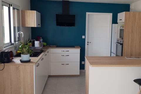 La cuisine blanche et bois d'Elodie !, une cuisine réalisée par SoCoo'c Vannes