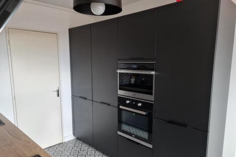 Cuisine noire mat - chêne vintage structuré, une cuisine réalisée par SoCoo'c Thionville