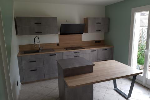 Une cuisine tendance grise et bois, une cuisine réalisée par SoCoo'c Chambly