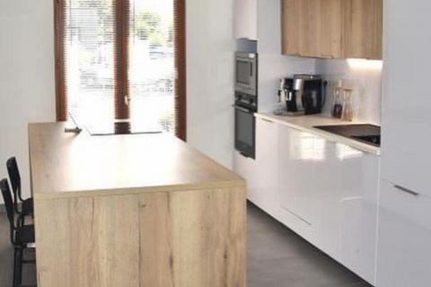 Cuisine blanche et bois, une cuisine réalisée par SoCoo'c Rodez
