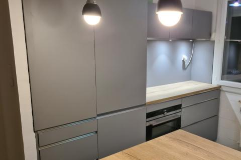 Cuisine grise et chêne de Mr P., une cuisine réalisée par SoCoo'c La Seyne Six-Fours