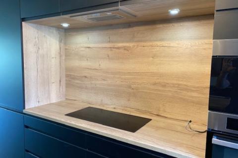 La cuisine noir et bois de Mr et Mme A., une cuisine réalisée par SoCoo'c Lille Villeneuve d'Ascq