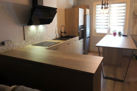 La cuisine indus chaleureuse de madame B , une cuisine réalisée par SoCoo'c Perpignan