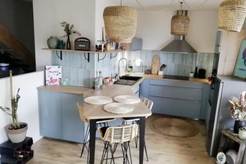 Cuisine vert pastel et bois !, une cuisine réalisée par SoCoo'c Annecy