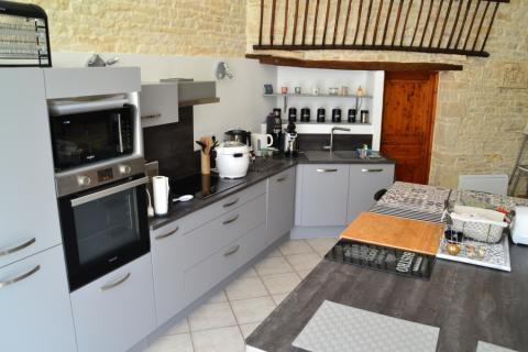 Cuisine spacieuse et moderne de Mme et Mr T. , une cuisine réalisée par SoCoo'c Niort