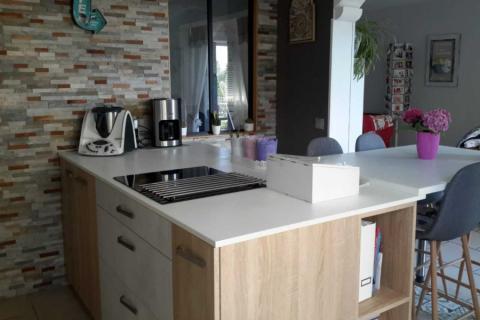 Cuisine blanche et bois originale, une cuisine réalisée par SoCoo'c Albi