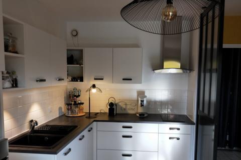 Cuisine blanche et noire , une cuisine réalisée par SoCoo'c Bourg en Bresse
