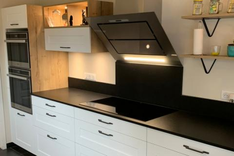 Jolie cuisine blanche et bois de Mr et Mme B, une cuisine réalisée par SoCoo'c Pau