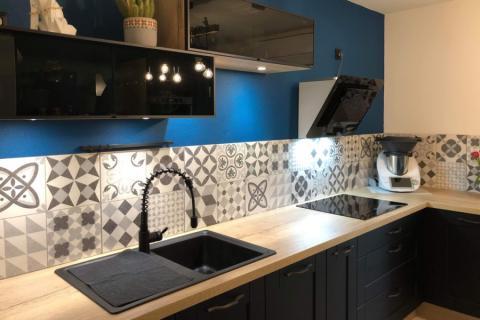 CUISINE AVEC CADRE NOIR INDUSTRIEL, une cuisine réalisée par SoCoo'c Belfort