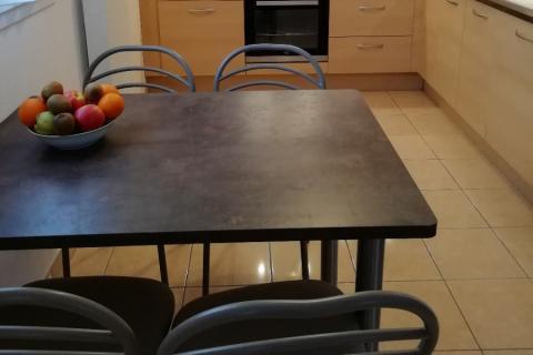 La cuisine effet bois de Mme & Mr K., une cuisine réalisée par SoCoo'c Colmar