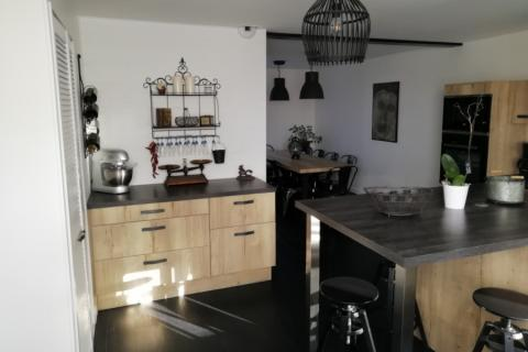 Cuisine effet bois style bistrot, une cuisine réalisée par SoCoo'c Nevers