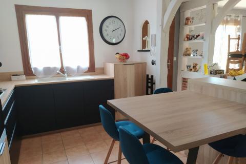 La cuisine noire et bois de Philippe et Emilie, une cuisine réalisée par SoCoo'c Rouen Tourville