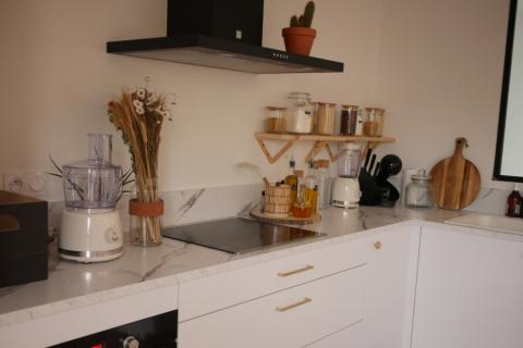 Une cuisine chic et élégante, une cuisine réalisée par SoCoo'c Rodez