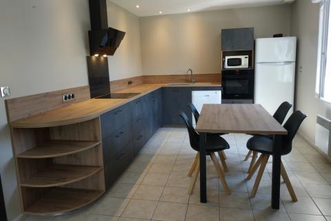 Une cuisine avec un mélange d'effet de matières, une cuisine réalisée par SoCoo'c Lisieux