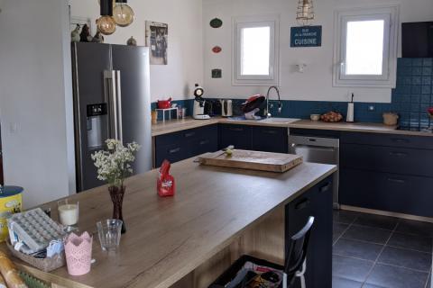 Cuisine Bleu marine et bois, une cuisine réalisée par SoCoo'c Lisieux